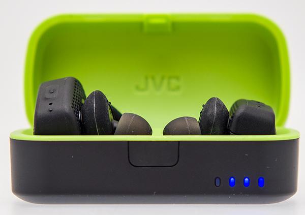 Le nuove cuffie della linea JVC AE sono disponibili in due tonalità  piacevoli dal punto di vista estetico 037384468c89
