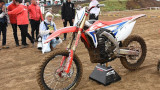 Honda CR Electric Proto, la moto da cross elettrica scende in pista: ecco il video